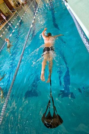 paracadute per nuoto frenato