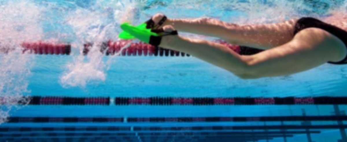 nuoto con pinne benefici